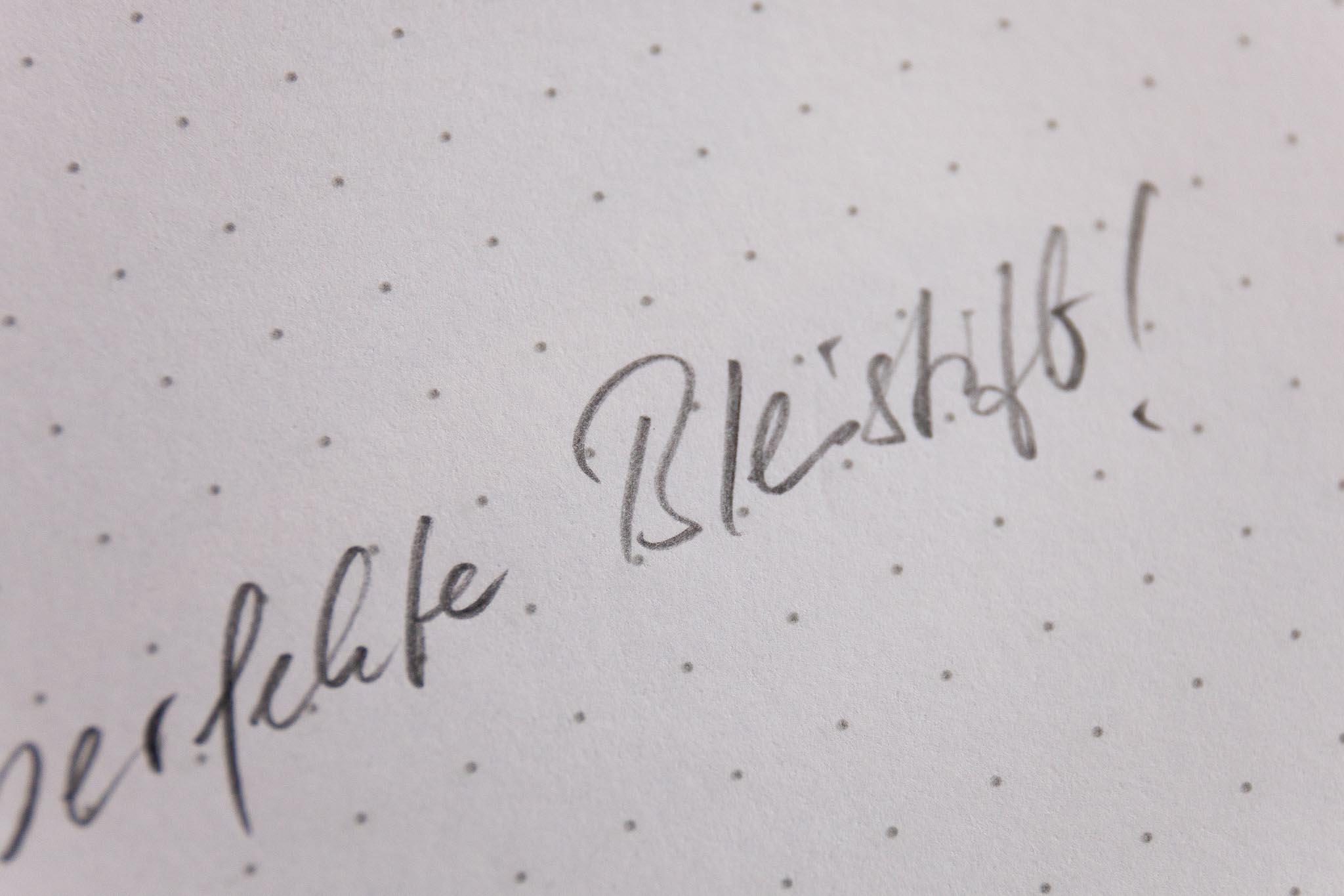 graf-von-faber-castell-perfekter-bleistift-schrift-makro